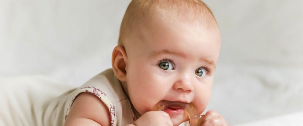 diş çıkaran bir bebek