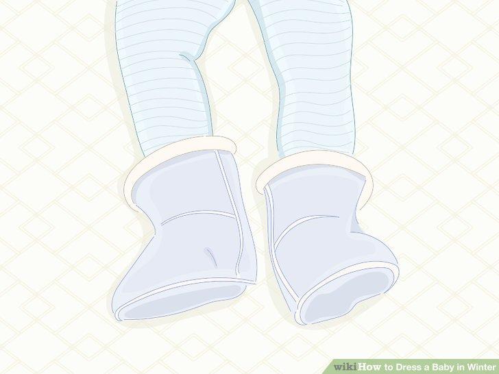 Ayaklarını sıcak tutmak için bebeğinize bot giydirin.