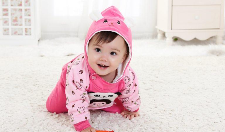 Bebekleri giydirirken dikkat edilmesi gereken 10 kural!