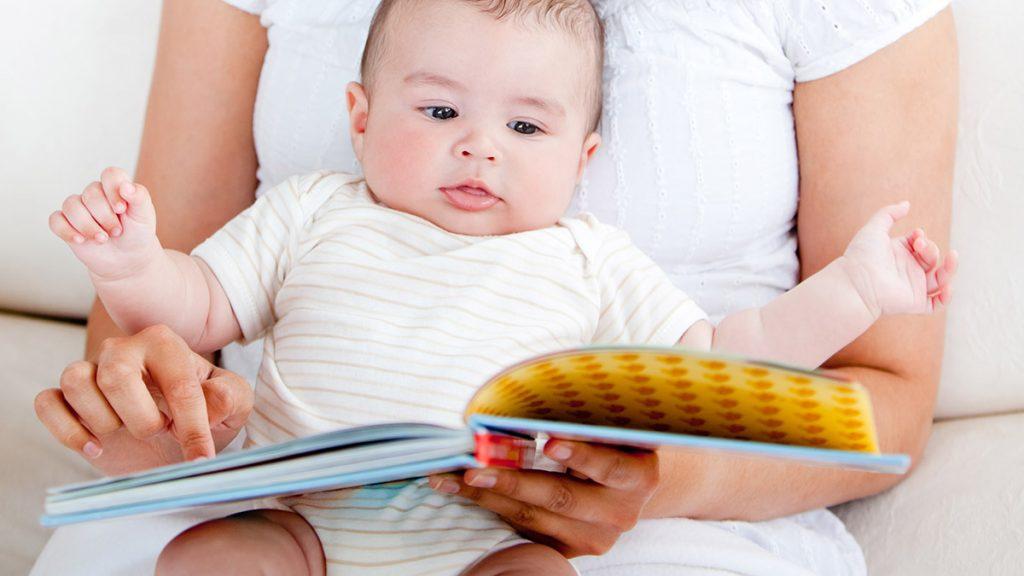 bebek kitap okuma