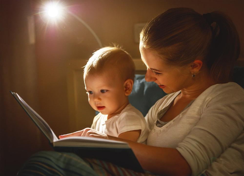 bebeğe kitap okumak